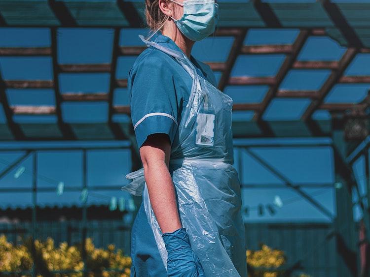 吸水ショーツの寄付で「生理のストレスがなくなり感動しました」の声。フェムテックで女性の医療従事者を支援