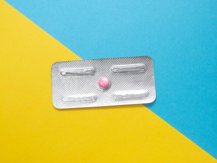アフターピルの薬局購入、17歳〜19歳の7割以上が「賛成」 性行為に関する意識調査より